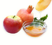 Rosh hashanah concept - apple honey and pomegranate isolated. traditional holiday symbols. — Stock Photo