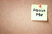 Corkboard with phrase about me — Stock Photo