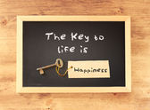 The phrase the key to life is happiness written on blackboard — Stock Photo