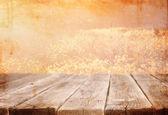 Houten bord tafel voor zomer landschap — Stockfoto