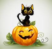Chat noir sur la citrouille d'halloween — Vecteur
