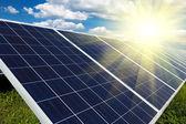 Odnawialne źródła energii słonecznej — Zdjęcie stockowe