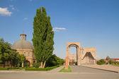 Den huvudsaklig entrén och etjmiadzin teologisk akademin — Stockfoto