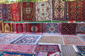 "Sale of carpets at the fair ""Vernisazh"", Yerevan — Stock Photo"