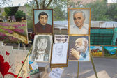 "Portraits of famous Armenian people at the fair ""Vernissage"" — Stock Photo"