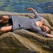 Young woman on reef — Stock Photo