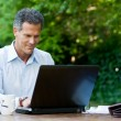 Businessman on laptop — Stockfoto