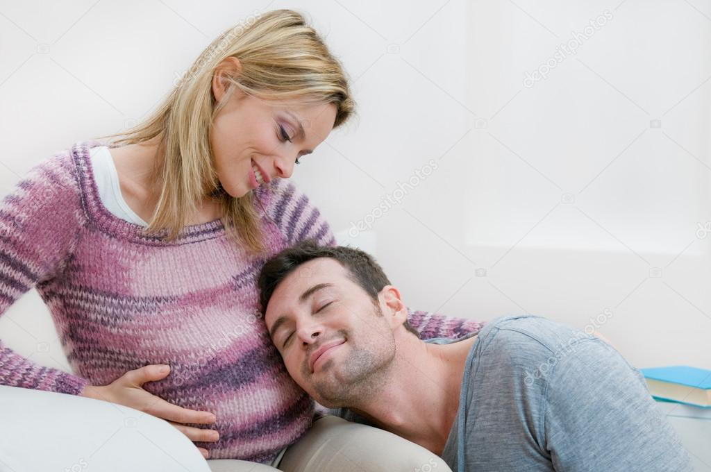 Happy serene father listening the baby in the mother 's bump with love, copy space — Stockfoto #12657622