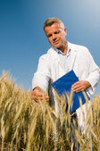 Technika uśmiechający się kontroli pszeniczysko — Zdjęcie stockowe