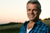 Reifer mann outdoor portrait — Stockfoto