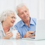 Senior couple at laptop — Stock Photo