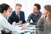 Trabajo en equipo y cooperación — Foto de Stock