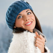 Smiling girl outdoor — Stock Photo