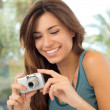 Happy Woman Taking Pictures - Foto Stock