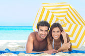 Happy Couple Enjoying At Beach — Stok fotoğraf