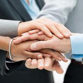 Trabajo en equipo y el apoyo — Foto de Stock
