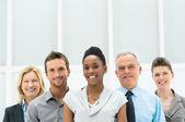Grupo empresarial diversificado feliz — Foto Stock