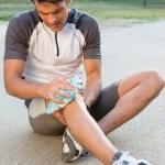 człowiek cierpi ból kolana — Zdjęcie stockowe #32810957