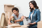 Couple Packing Cardboard Box — Stock Photo