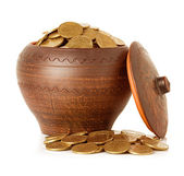 Golden coins in ceramic pot, isolated — Foto Stock