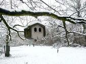 Stone bird house in winter — Stock Photo