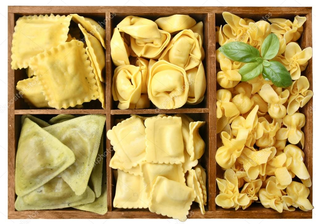 Assorted pasta with fillings in a wooden box (manual focus) — Stock Photo #17699103