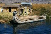 Straw boat at Titicaca lake Peru — Stock Photo