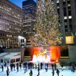 Постер, плакат: Night Skating Rockefeller Center 2012