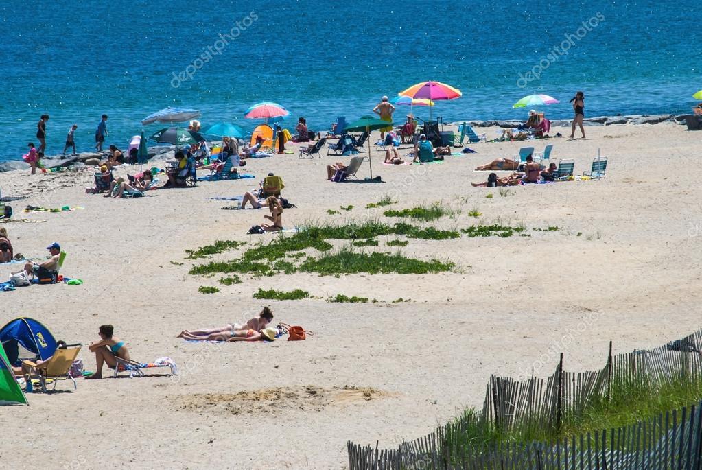 Giornata di spiaggia oak bluffs foto editoriale stock for Piani per la casa sulla spiaggia di cape cod