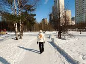 People walking on snow-covered roads — Stockfoto