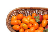 Strawberry and kumquats — Stock Photo