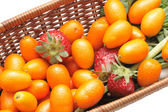 Kumquats and strawberry — Stock Photo