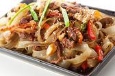 Tagliatelle con manzo e verdure — Foto Stock