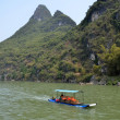 Boat cruises along the Li river, Guilin — Stock Photo