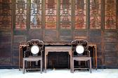 Zwei stühle in der alten chinesischen haus — Stockfoto