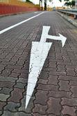 Pilen på vägen — Stockfoto