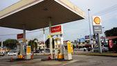 MELAKA, MALAYSIA- APRIL 19, 2014: OIL company Shell Malaysia pla — Stock Photo
