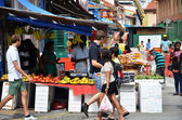 SINGAPORE - 11 JULY, 2014: Unidentified peoples shop at a grocer — Stock Photo