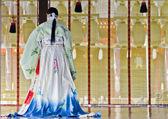 A woman in traditional japanese kimono — Stock Photo