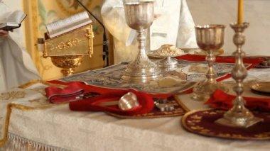 Rus ortodoks kilisesi. iç, simgeler, mum, yaşam. — Stok video