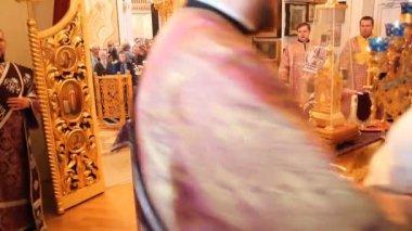Iglesia ortodoxa rusa. el interior, los iconos, vela, vida. — Vídeo de Stock
