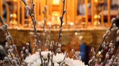 Igreja ortodoxa russa. o interior, ícones, vela, vida. — Vídeo Stock