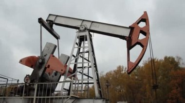 Oil production. oil pumps — Stock Video
