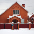 Red brick house in the snow — 图库照片