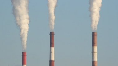 Thermal power plant, the smoke from the chimney. Generation, energy — Stockvideo