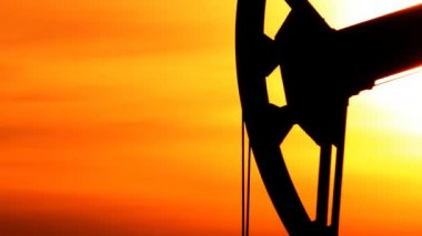 Oil production. Oil pumps at sunset — Vídeo de stock