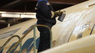 Aircraft maintenance hangar. — Stock Video