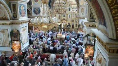 Ufa, rússia - 23 de junho: trindade, adoração, igreja ortodoxa russa em 23 de junho de 2013 em ufa, rússia. — Vídeo Stock