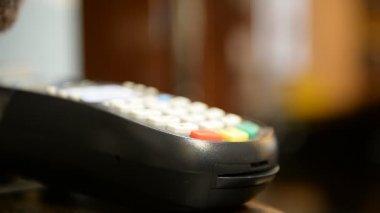 Credit card payment terminal. Transfer payment — Stock Video