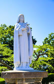 White Maria statue with blue sky3 — Стоковое фото